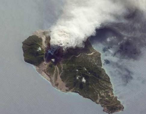 continua-en-erupcion-el-volcan-soufriere-hills-en-la-isla-de-monserrat-485x380
